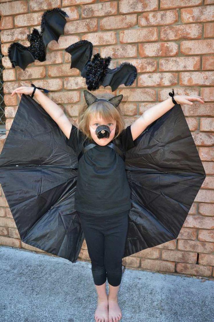 Fledermaus Halloween Kostüme selber machen mit Flügeln aus einem Regenschirm
