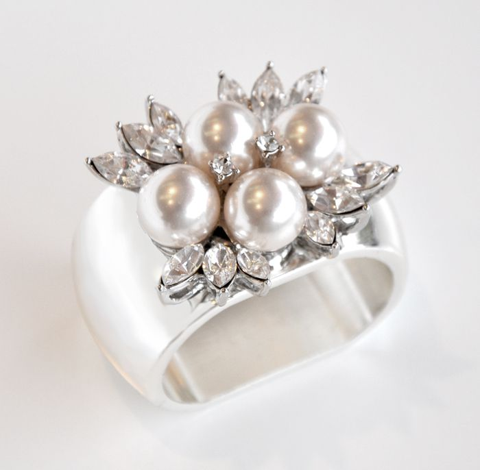 Silver Four Pearl Napkin Ring Set