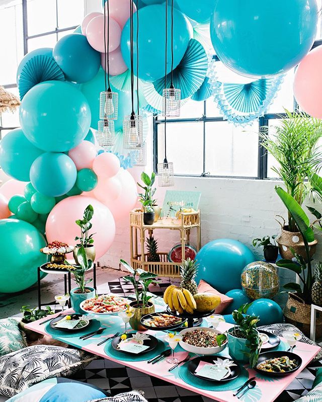 So much fun creating this bright tropical New Years with talented team at @partywithlenzo @kas.richards these images are insane! My favourite shoot to date #newyears #newyearsballoons #tropicalparty tap for full creds!!