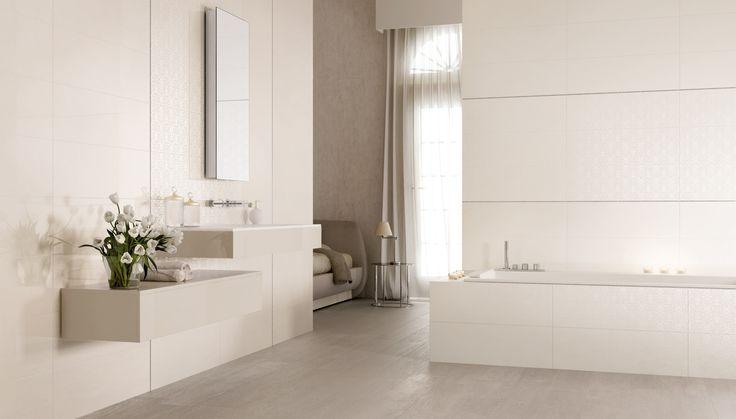 Bagno realizzato con il rivestimento della nostra collezione Melody, colore White e decoro Damasco  http://www.supergres.com/your-home/rivestimenti/item/61-melody_61  #Bathroom #RivestimentoBagni #WallTiles #CeramisOfItaly