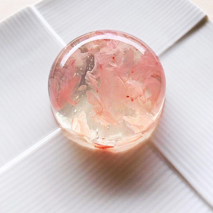 【桜の錦玉羹】の材料は、富澤商店オンラインショップ(通販)、直営店舗でご購入いただけます。また、無料のレシピも多数ご用意。確かな品質と安心価格で料理の楽しさをお届けします。