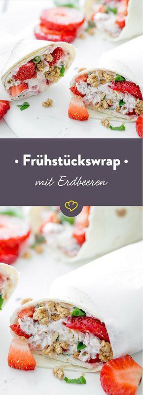 Müsli, Obst oder Brot? Heute gibt es alle drei Köstlichkeiten zusammen - in einem Frühstückswrap, der mit Erdbeeren belegt und mit Müsli gefüllt wird.