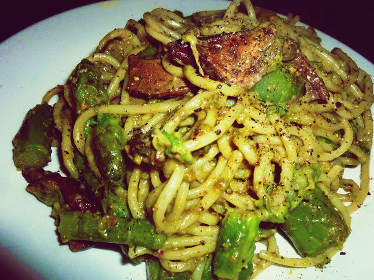 Spaghetti di Kamut con asparagi, funghi porcini e salsa ai pistacchi. Squisiti!