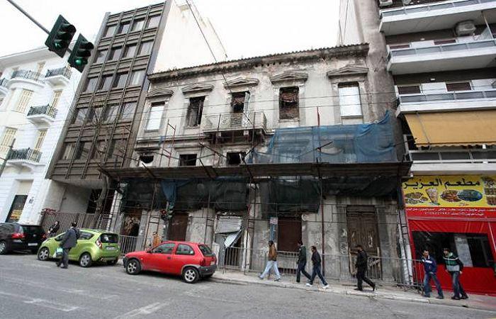 Εστίες μόλυνσης, εγκληματικότητας και παρανομίας τα εγκαταλελειμμένα κτήρια στην Αθήνα. ** Αλβανοί λήστεψαν μαγαζί στην Καλαμάτα και τσάκισαν στο ξύλο τον υπάλληλο γιατί τους έκανε παρατήρηση! ** Σπείρα Γεωργιανών είχε κατακλέψει πάνω από 50 σπίτια! - Ο ρόλος των «οικιακών βοηθών». Διαβάστε περισσότερα: http://elldiktyo.blogspot.com/2014/12/katatregmenoi.metanastes.html