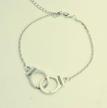 Купить товарНовинка ювелирные изделия посеребренная наручники браслет цепочка женщины / девушка любовника день святого валентина подарки оптовая продажа B3221 в категории Браслеты на запястьена AliExpress.                           Уважаемый клиент                 Добро пожаловать в