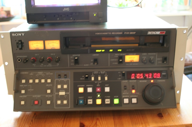 USED - SONY PVW-2800P BETACAM SP VIDEOCASSETTE RECORDER    Wanting to trade / barter. Open to offers.    http://helsinki.fi.craigslist.fi/bar/3153430370.html   worth more than $1