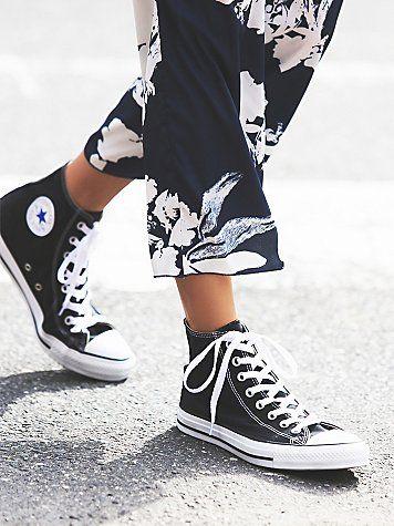 Street walking // Charlie Hi Top Converse