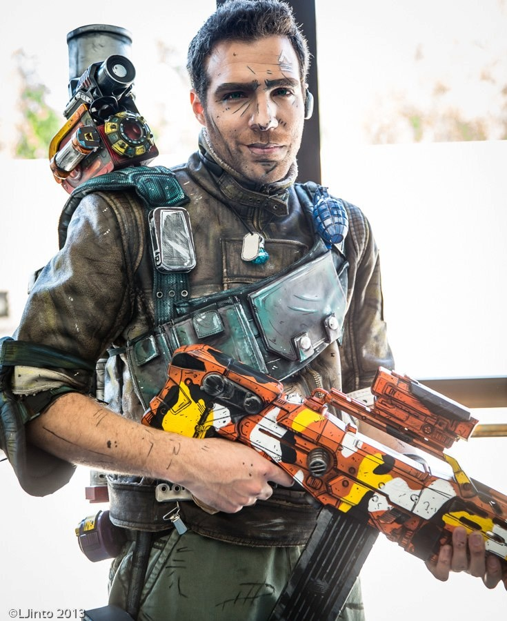 Borderlands 2 Axton cosplay. Wow this is amazing.