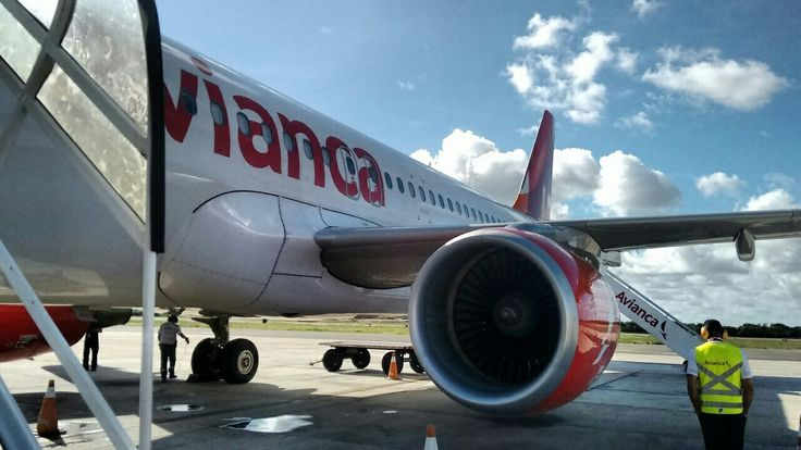A hora do embarque é uma emoção só, não é? Aeroporto de Aracaju. Ótimo voo pela Avianca. www.megaroteiros.com.br  #aracajulinda #aracajudemais #aracaju #aracajusergipe #avianca #aviancabrasil #aviancacrew #megaroteiros