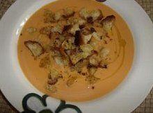 Jemná polévka z brambor a rajčat