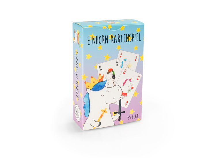 Kartenspiel Einhorn Freunde aus Karton 300 Gramm  weiß - Das Original von Mr. & Mrs. Panda.  ❤ Ein wunderschönes Kartenspiel aus dem Hause Mr. & Mrs. Panda. Alle Karten sind mit exklusiven handgezeichneten Motiven verziert. Unsere Kartenspiele sind das perfekte Geschenk für große und kleine Spieleliebhaber. Egal ob im Garten, während der Busfahrt oder zu zweit im Zelt - die Karten von Mr. & Mrs. Panda gehören in jede Tasche. Das Kartenspiel besteht aus 52 Karten (+ 3 Joker). So kannst du…