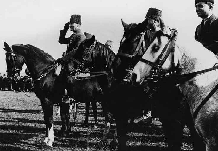 Gazi Paşa Ilgın Manevralarında (1922)
