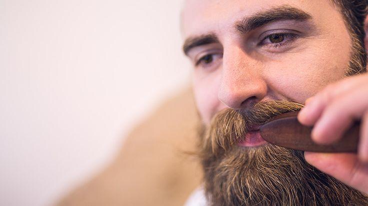 Sechs Bartpflege-Tipps, die du beachten kannst, wenn du einen schönen, gepflegten Bart wachsen lassen willst.  http://blackbeards.de/bartpflege/bartpflege-quick-wins/ #bartpflege #tipps #blackbeards