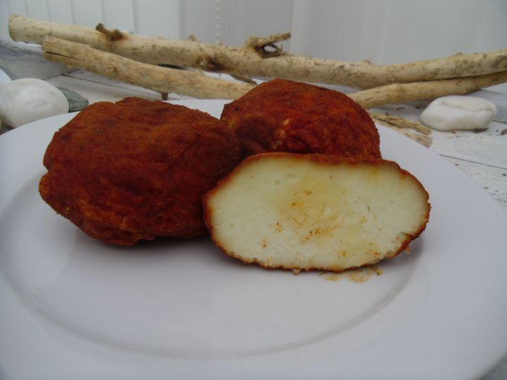 Domácí kozí sýr pečený - sladká a pálivá paprika.