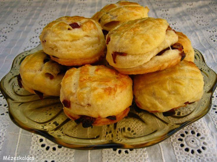 Mézeskalács konyha: Hagymás pogácsa - Blogkóstoló 22.
