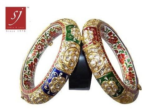 Gujarat is well known for its Kundan Jewellery and so on !