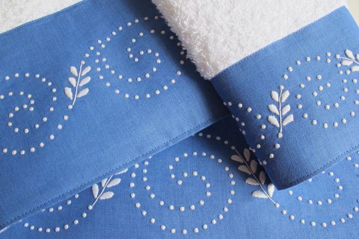 Toalhas turcas com barras em linho bordadas com bastidos, ponto corda e garanitos.