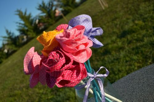Sewing tutorial: how to make fabric flowers