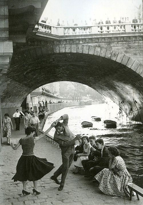 Rock and Roll sur les Quais, Paris, 1952. Photo: Paul Almasy