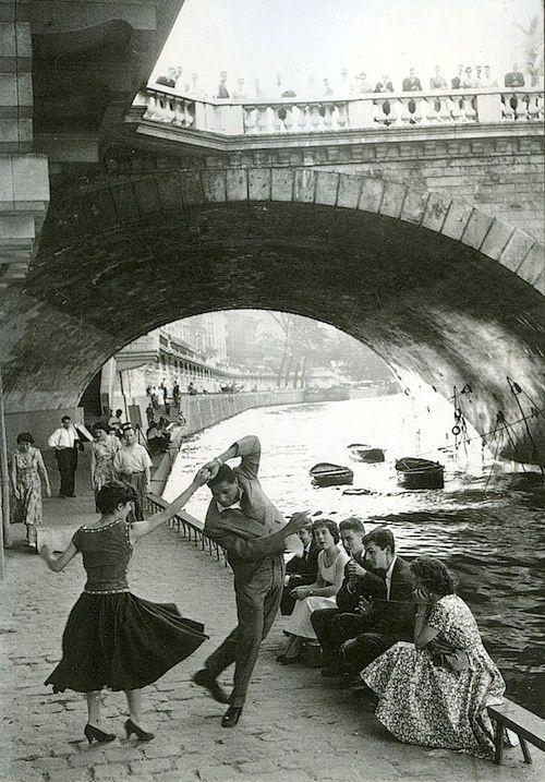 Rock and Roll sur les Quais, Paris, 1952. Photo: Paul Almasy
