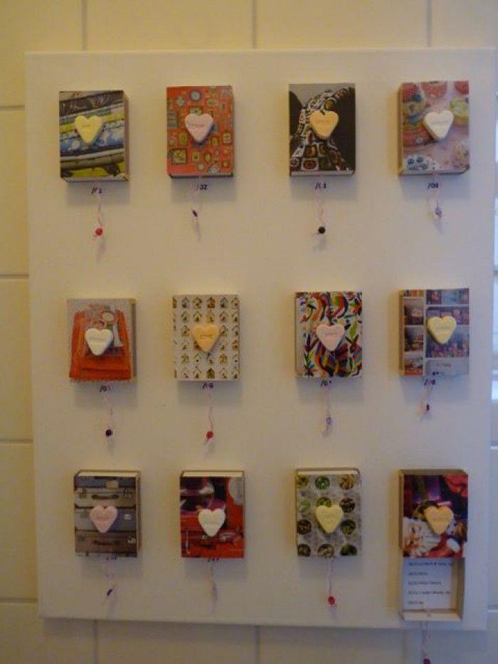 Verjaardagskalender van luciferdoosjes en daarop geplakt een leuk plaatje uit tjdschriften. Dit alles plak je dan weer op canvas www.gettycreakunst.webklik.nl