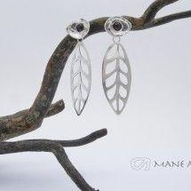 Mane Antu Joyería. Piezas única hecha a mano. Colección Hojas. Aretes en Plata 950 y Granates.