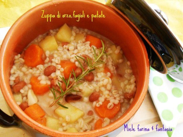 Zuppa di orzo, fagioli e patate al profumo di rosmarino