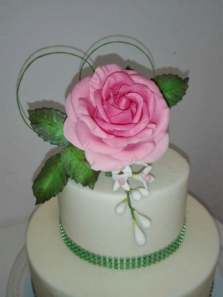 Rosa em pasta de açúcar...