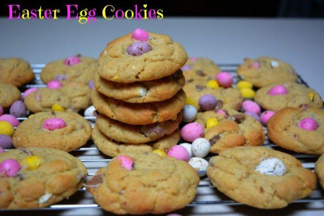 Easter Egg Cookies from pinkpostitnote.com