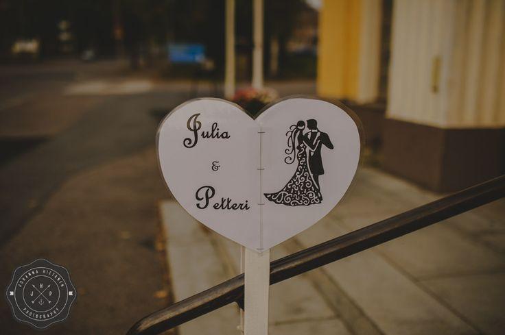 Elegant black and white wedding sign. http://johannahietanen.com