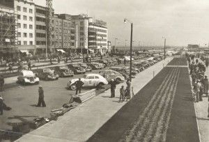 """""""Congress Plakietowy"""" owners of automobiles in the Kosciuszko Square in Gdynia 1937"""