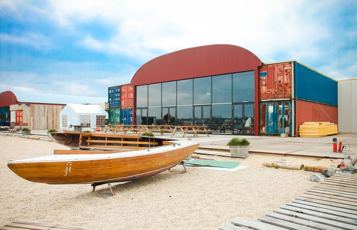 Pllek - relaxed place located in the alternative district of Amsterdam Noord. Especially recommended during summer, when you can enjoy yourself in the sandy terrace and even take a swim! The place also organizes many exhibitions and yoga sessions. #amterdam #noord #pllek