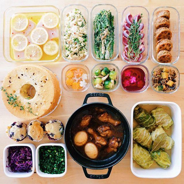 おはようございます! 今週は妹にも手伝ってもらった常備菜です🌸 ・ ・ 🔸メカジキのレモンソース漬け 🔸菜の花とドライイチジクのポテトサラダ 🔸菜の花のくるみペースト和え 🔸砂肝のコンフィ 🔸レンコンの肉詰め 🔸チョコチップシフォン 🔸ブルーベリーマフィン 🔸飾り切り野菜の甘酢漬け 🔸芽キャベツとしめじのイタリアンソテー 🔸飾り切り野菜の赤酢漬け 🔸角切りかぼちゃとナスのそぼろ 🔸紫キャベツといちじくのハニーマスタードサラダ 🔸刻みネギ 🔸手羽元と卵のオイスターソース煮 🔸ロールキャベツ ・ ・ お魚料理修行今週も続けてます🐟 くるみペーストめちゃうま(*ノv`)b 珍しく今日は旦那も休みの日曜日! カーテンとラグゲットしないと〜 ・ ・ 予告通り以下菜の花のポテトサラダのレシピ⬇️ ・ じゃがいも大1個 菜の花1/2束 ドライいちじく1個もしくはレーズン大さじ1 マヨネーズと粒マスタード(お好みの量、割合は5:1くらい) ・…