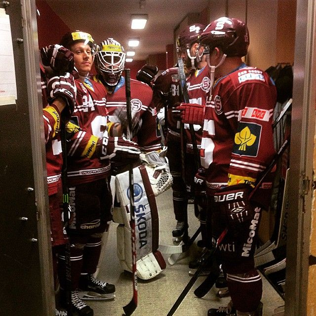 Sparta   pregame  wait to enter ice for warm uphttps://www.facebook.com/hcsparta/photos/a.126506763231.106144.58826048231/10153153193323232/?type=1