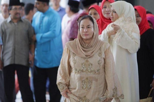 Rosmah Mansor seru anak muda kerja keras majukan negara   Isteri Perdana Menteri Datin Seri Rosmah Mansor menasihati golongan muda supaya tidak berputus asa dalam usaha memajukan negara dan menyatupadukan masyarakat.  Rosmah Mansor seru anak muda kerja keras majukan negara  Beliau berkata sebagai kelompok populasi terbesar di Malaysia mereka harus mara ke hadapan dan bukannya berpecah belah.  Pastinya peranan mereka terhadap negara amat diperlukan. Justeru itu keutuhan jati diri perlu ada…