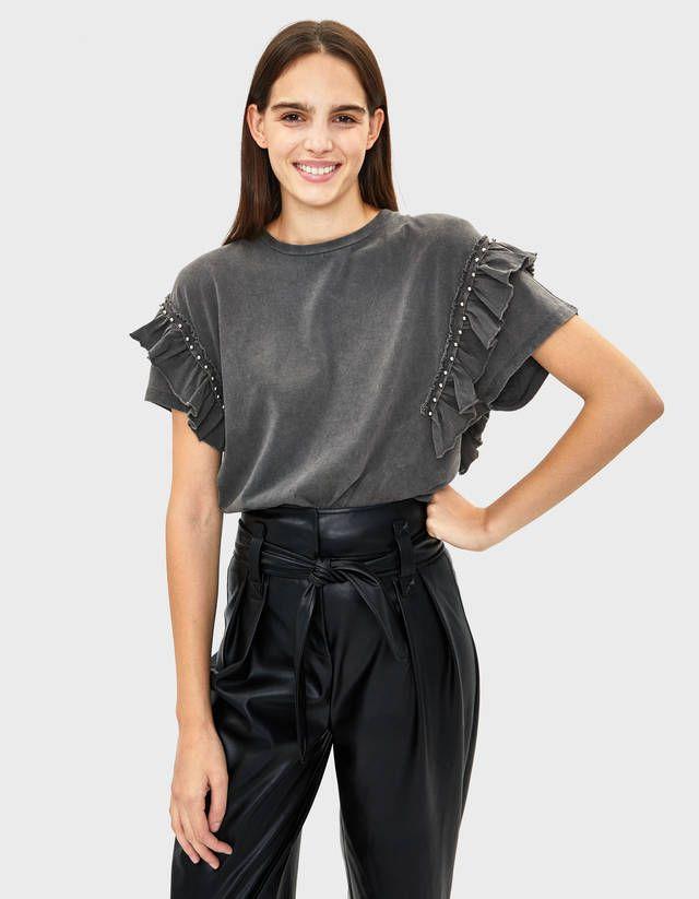 Camisetas de mujer - Otoño 2019 - Bershka - Camisetas con volantes, Camisetas bershka, Camisetas