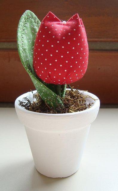 maceta con tulipán de tela