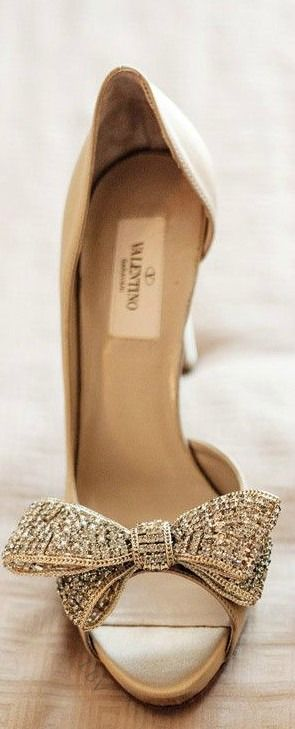 Valentino ~ Leather Pump with Bow, Champagne #bride #Braut #Schuhe
