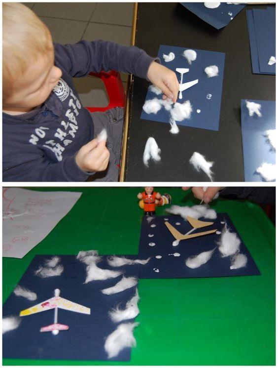 Met wattenstaafjes en papier een vliegtuig maken en dan met watjes als wolkjes op blauw papier plakken