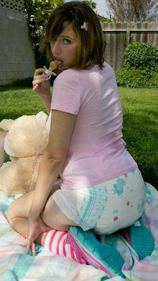 She Loves Having Her Diaper Changed Outdoors  Diaper Changing, Diaper Girl, Diaper -7603