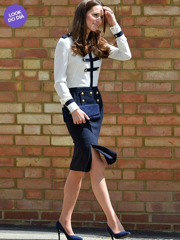 Look do Dia: Kate Middleton usa conjunto branco e azul da grife Alexander McQueen (Foto: Agência Reuters)