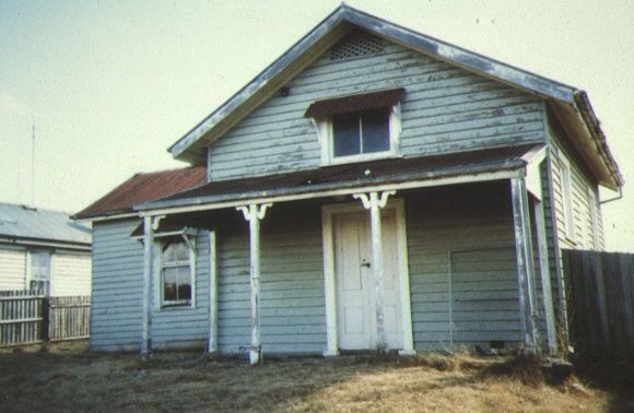 Balmoral Court House, built 1877 at a cost of £517 and closed in 1981. Photo taken in 1986. #twistedhistory #melbournemurdertours #murder #crime #convict