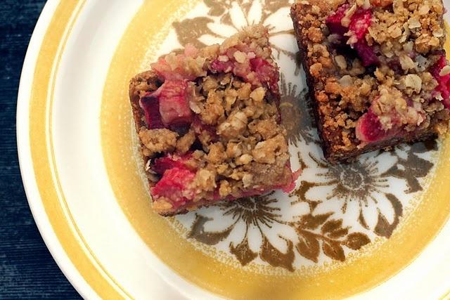 Vegan Rhubarb BarsPoor Things, Vegan Rhubarb, Rhubarb Recipe, S'More Bar, S'Mores Bar, Strep Throat, Rhubarb Oats, Oats Bar, Healthy Recipe