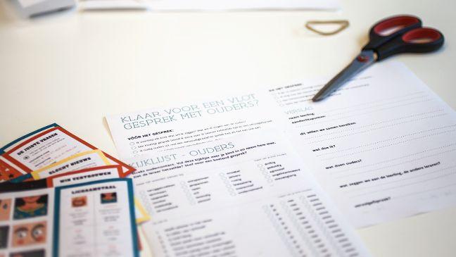 Goed voorbereid naar het oudercontact: met een checklist en praatkaartjes voor lastige situaties