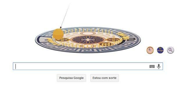 """A página inicial do Google faz nesta quarta-feira (18/09/2013) uma homenagem ao aniversário do físico e astrônomo francês León Foucault – ele completaria 194 anos. Na página inicial da ferramenta de buscas, o logotipo da empresa (também conhecido como """"doodle"""") exibia o Pêndulo de Foucault, experimento que demonstra o efeito de rotação da Terra e pelo qual o cientista é mais conhecido."""