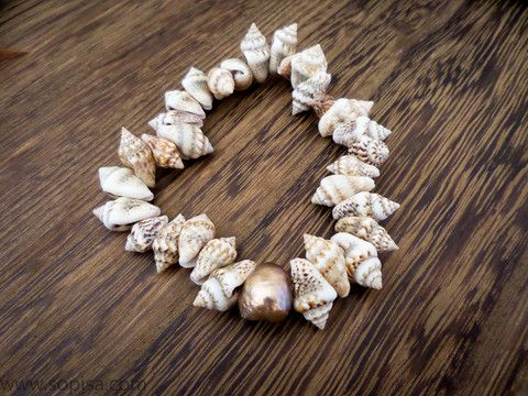 Shell Bracelet With Freshwater Pearl - Sopisa