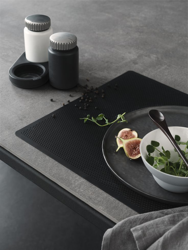Vipp salt & pepper and placemat
