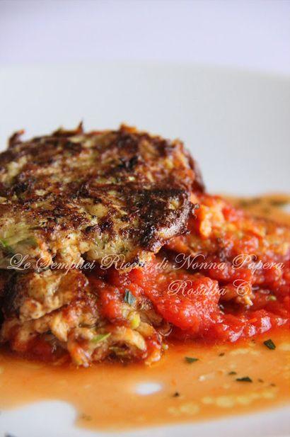 Polpette di zucchine e tonno di @Nonna Papera del blog http://lesempliciricettedinonnapapera.blogspot.it #cirio #passionefoodblogger #polpette #zucchine #tonno #passata #rustica
