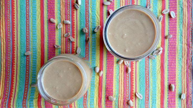 Aprende cómo hacer Mantequilla de Maní en casa, paso a paso.   Sólo necesitas un ingrediente, y un poco de paciencia ;)