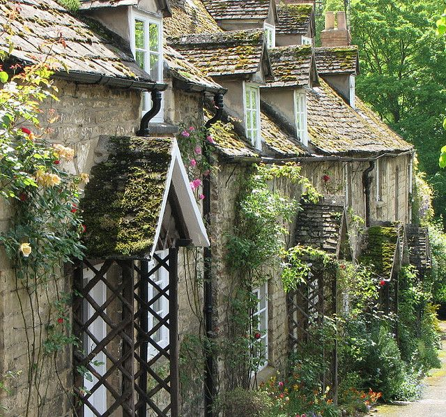 An English Cottage in the Cotswolds